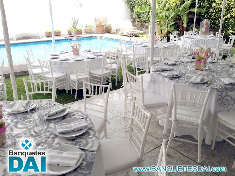 Renta de mesas y sillas en cuernavaca for Manteles de mesa cuadrada